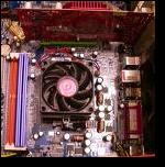 Ein Blick auf das Mainboard und den CPU Lüfter